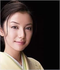 国分佐智子のなぜ林家三平と結婚したのか?不妊治療や義母との関係は?昔の水着画像やスリーサイズ。【メレンゲの気持ち】