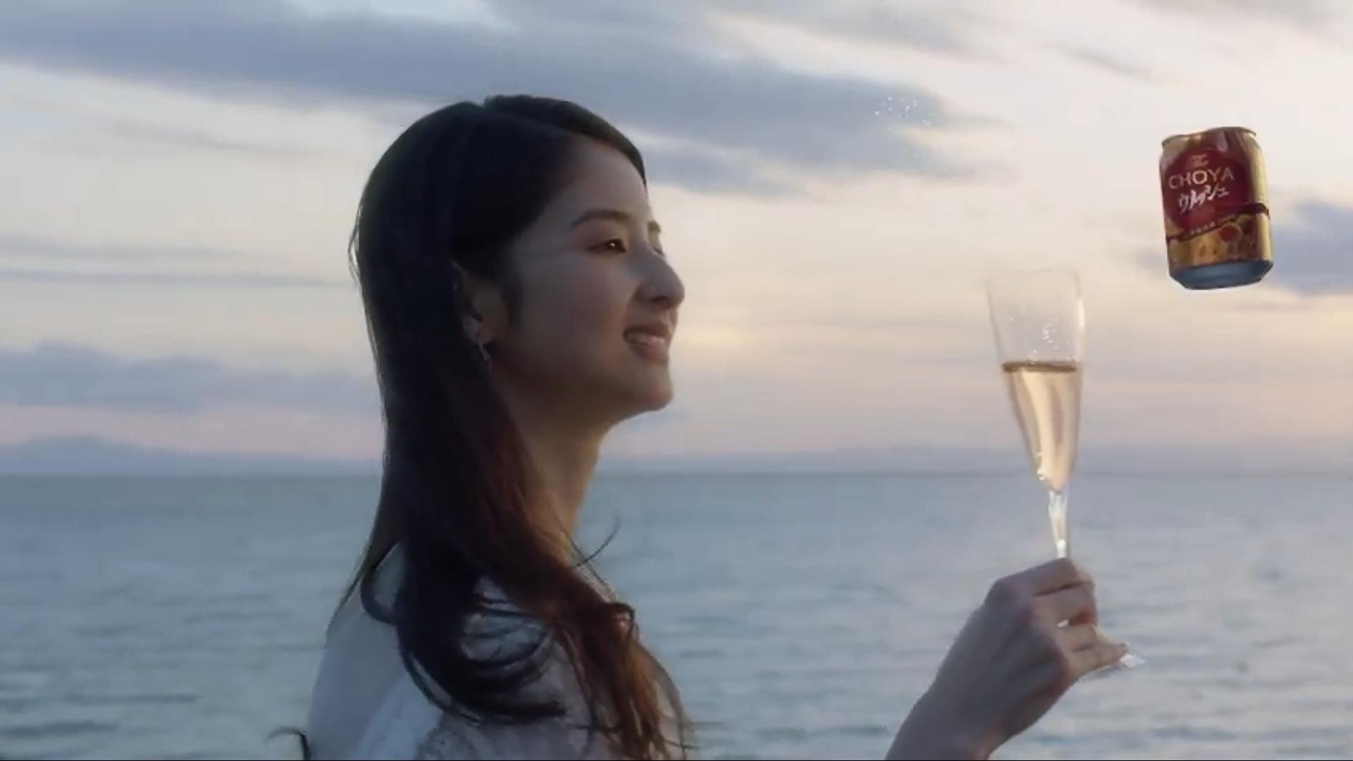 チョーヤ梅酒2019CMの美人女優モデルは誰?海辺の場所はどこ?如月さえの美女画像やwiki経歴!