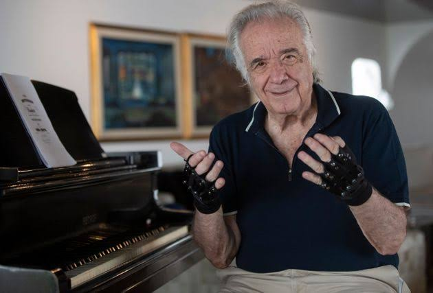 マルティンス(手が動かないピアニスト)Wiki経歴!魔法の手袋の値段やすごさは?【アンビリバボー】