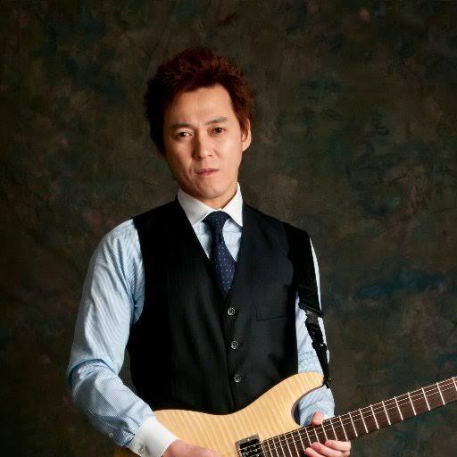 津本幸司(ギター)がヤバい!Facebook顔画像特定!Wiki経歴や年収や家族(妻・子供)は?
